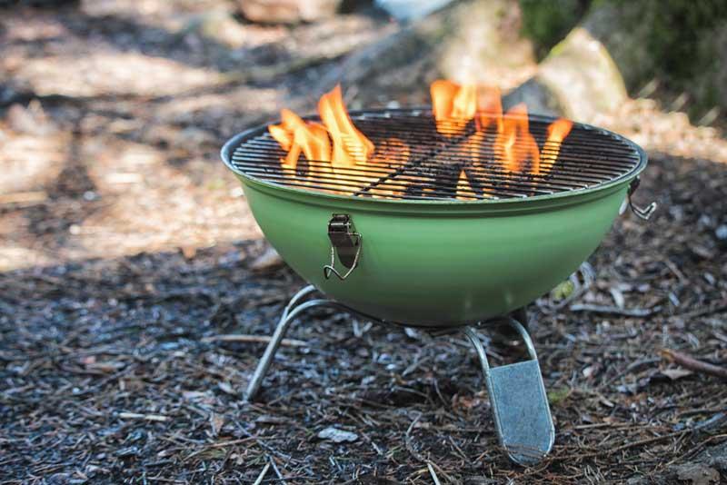 grill-anzuenden-mit-bio-holzwolle-800x534